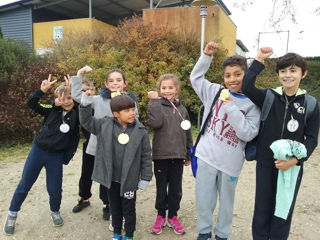 Les élèves de l'école Sainte Anne de Feugarolles au cross à Nérac : félicitations à tous !