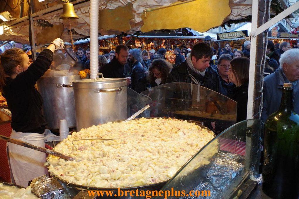 du 23 novembre, au 24 décembre , le marché de Noêl de Rennes, se trouve Place du Parlement de Bretagne.