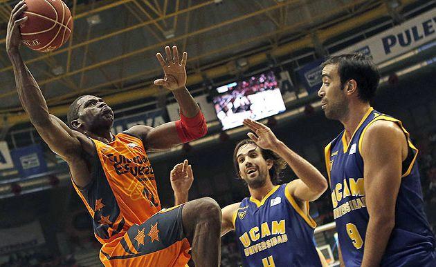Valencia et Sato remportent une 9e victoire de suite et mettent la pression sur le Real