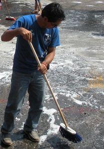 Le ballet des balais à Tepoztlan : opération nettoyage du centre historique du village magique