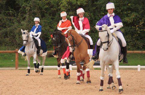 Parallèlement aux Equimasters Dressage Rhône-Alpes se déroulait le concours de sélection de l'Equita'Club Carrousel. Au final 8 équipes sont sélectionnées et seront en lice à Eurexpo le jeudi 1er novembre !! Crédit photos Florence Loslier. F
