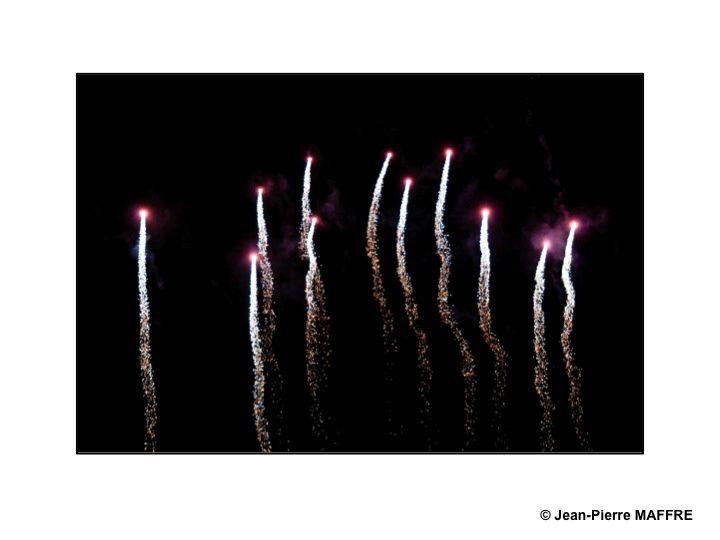 Au traditionnel feu d'artifice du 14 juillet vient s'ajouter, à une autre date, le somptueux feu d'artifice de Saint Cloud. A ne manquer sous aucun prétexte.