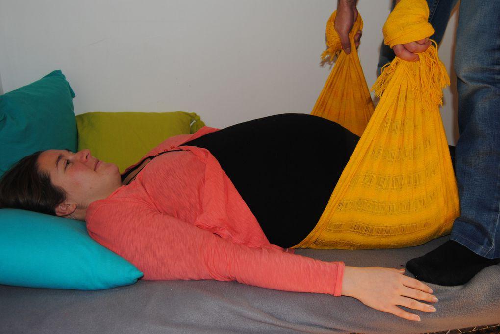 Soutenir le ventre, bercer la maman et le bébé, se détendre...