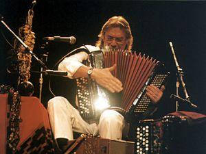 raul barboza, un musicien et accordéoniste argentin ambassadeur du style musical chamané et de la musique du litoral