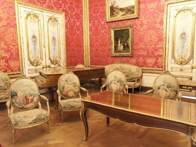 63 Appart Napoleon I I I salon rouge