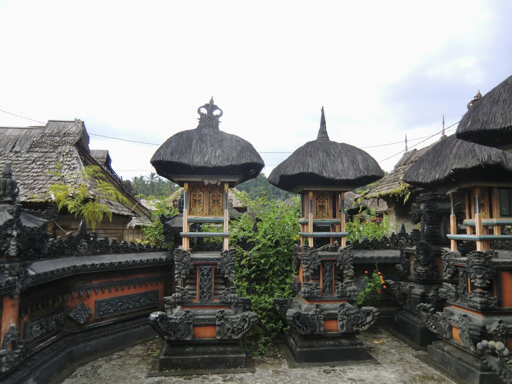 Les temples les plus importants : montagne, lac, singes, mer.