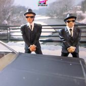 DODGE MONACO THE BLUES BROTHERS CORGI 1/36 - BLUES MOBILE WITH JAKE AND ELWOOD - car-collector