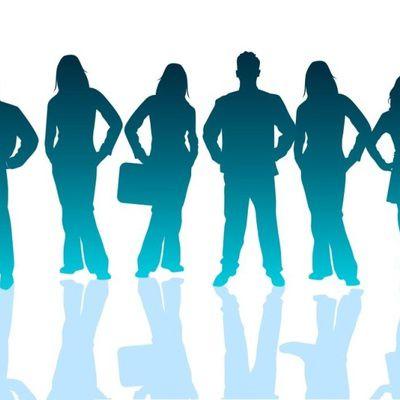 Quels sont les débouchés et les matières étudiées dans la formation en marketing et communication?