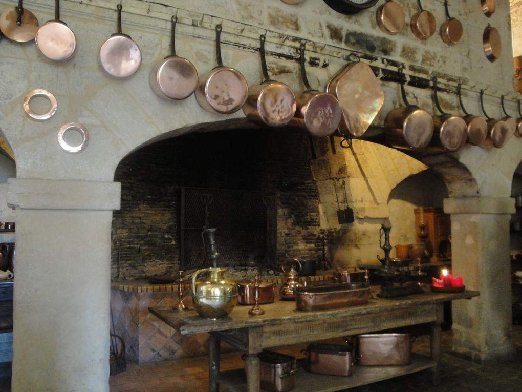 La dernière photo est une autre cuisine située au rez de chaussée.