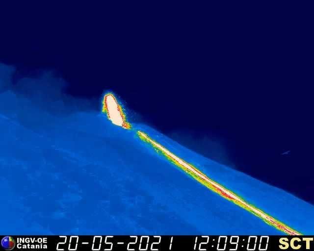 Stromboli - lava flow in the Sciara del Fuoco on May 20, 2021, respectively at 5:45 am and 12:09 pm - INGV webcam - one click to enlarge