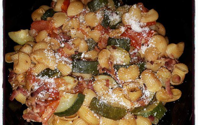 Pâtes à la courgette et à la tomate (cookéo)