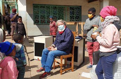 Les deux containers pour père Pedro, dont du matériel pour l'institut culinaire Guillaume Gomez, sont arrivés à Akamasoa