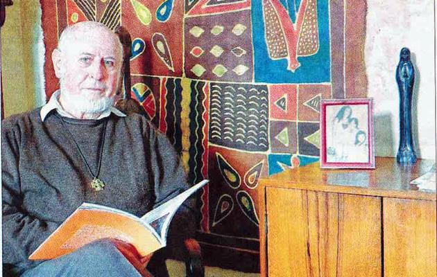 Roland Frat, l'Africain, curé de paroisse à Ecos (Diocèse d'Evreux)