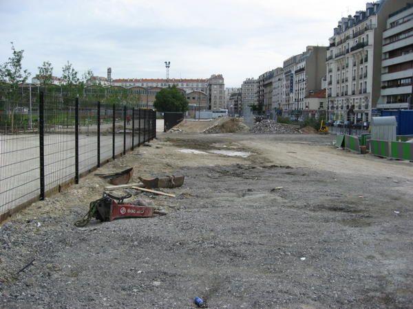 """<p><span style=""""FONT-SIZE: 8.5pt; COLOR: #003366; FONT-FAMILY: Verdana"""">Photos: &copy; <personname w:st=""""on"""" productid=""""Emmanuel CRIVAT""""></personname> Emmanuel CRIVAT (07/07/07) </span></p> <p>Photos du jour de l'inauguration du Parc de Clichy Batignolles</p>"""