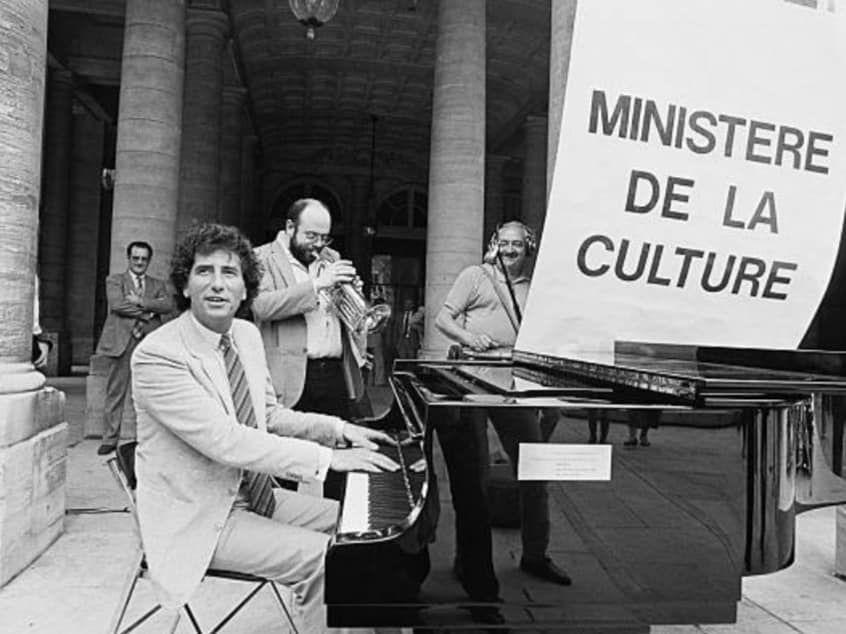 «Jack LANG, l'emblématique ministre de la culture de François MITTERRAND ou l'imagination au pouvoir» par Amadou Bal BA - http://baamadou.over-blog.fr/