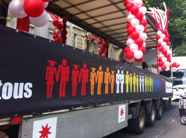 marche des fiertés, habillage du camion de la région Ile de France