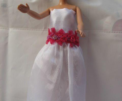 récup' robe cérémonie poupée mannequin dans bas de rideau