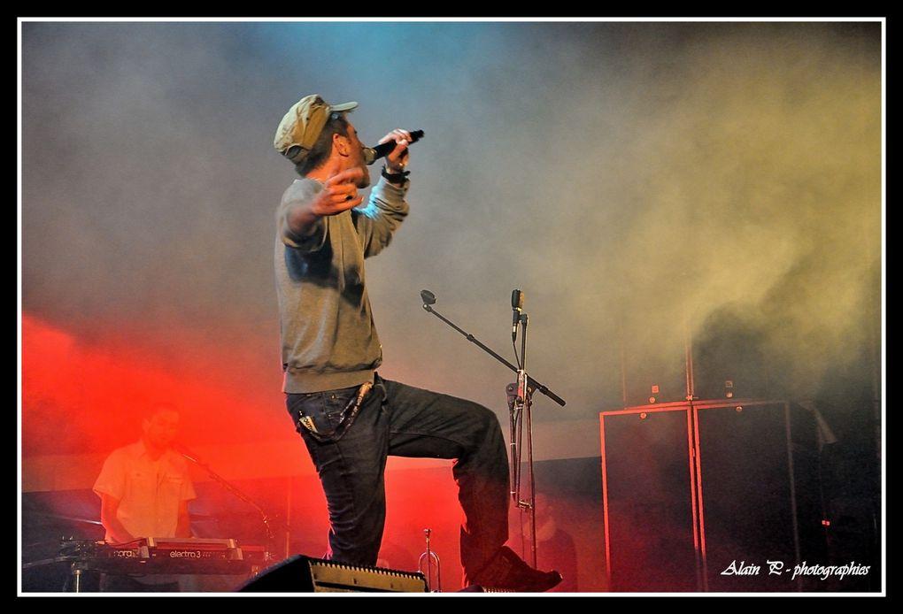 Festival qui s'est déroulé à Civray les 27 et 28 juillet ; les groupes présentés sont ; Colours in the street , Asaf Avidan and band , Groundation et Le peuple de l'herbe....