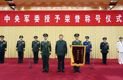 Le président chinois Xi Jinping récompense une unité spécialisée dans la lutte contre le terrorisme dans la province chinoise du Xinjiang