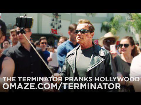 Arnold Schwarzenegger piège des gens en se déguisant en Terminator