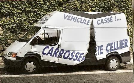 publicité pour un carrossier sur camionnette cassée