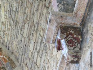 Les décors du XIVe à l'intérieur du réfectoire des moines