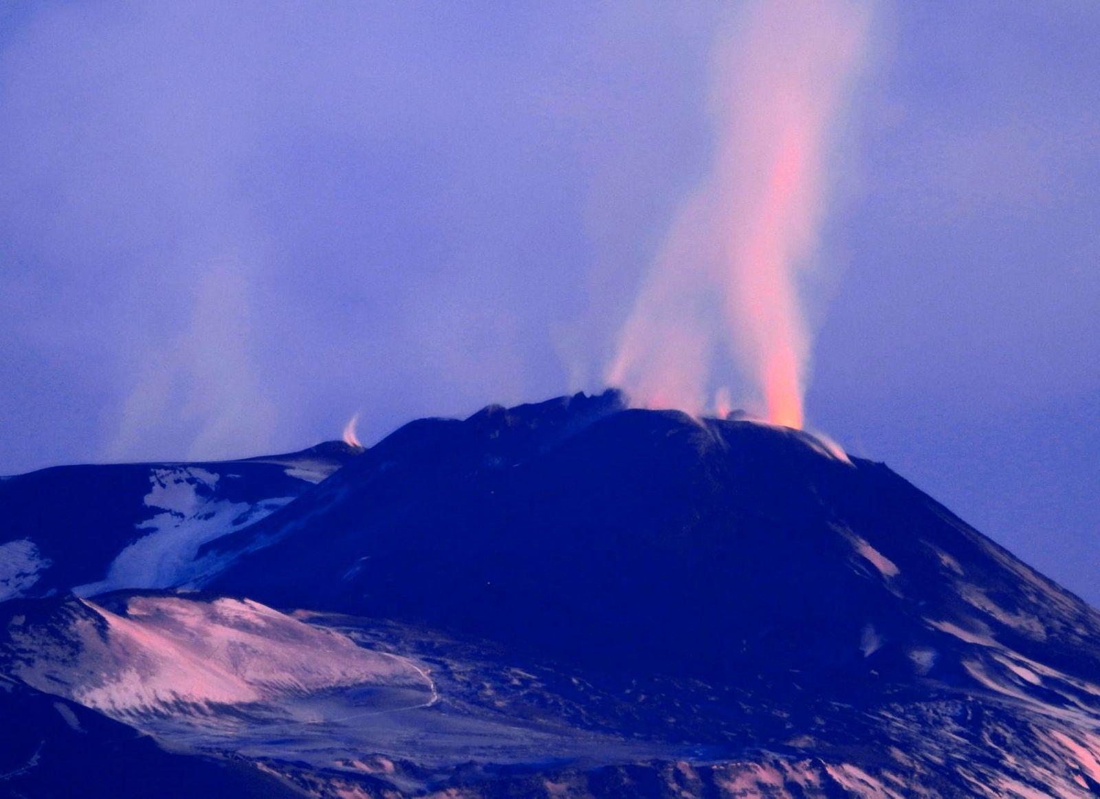 Etna SEC - 18.12.2020 à l'aube - photo Boris Behncke