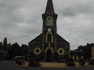L'écluse ; pique-nique à Saint-Martin/Oust ; à l'entrée de la localité, personnages réalisés avec de la mousse et des filets ; l'église ; Maisons abandonnées et l'écluse du Guélin de l'autre côté.
