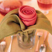 Pliage de serviette : le bouton de rose