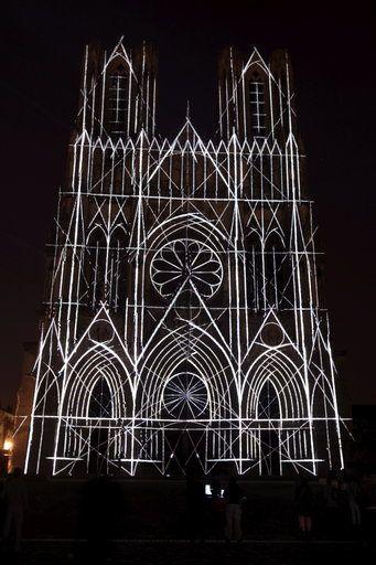 Les illuminations de la cathédrale de Reims pour la célébration de ses 800 ans.