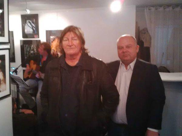 olivier guindon, un éminent guitariste français qui fut dans l'ombre d'Alain bashung et qui s'essaya en solo