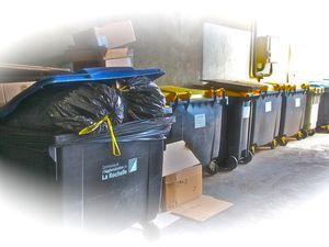 """Se débarrasser de ses déchets en les déposant dans une rue voisine, """"bravo"""", il fallait y penser."""