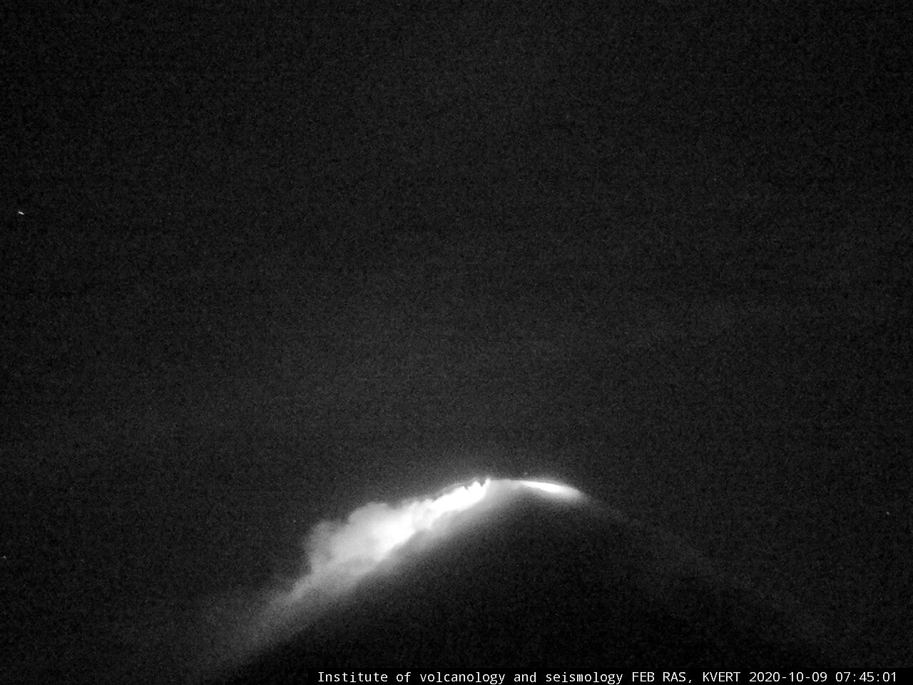 Klyuchevskoy  - 09.10.2020  / 7h45 - View from F.Yu. Levinson-Lessing Kamchatkan Volcanological Station - IVS, FEB, RAS / KVERT