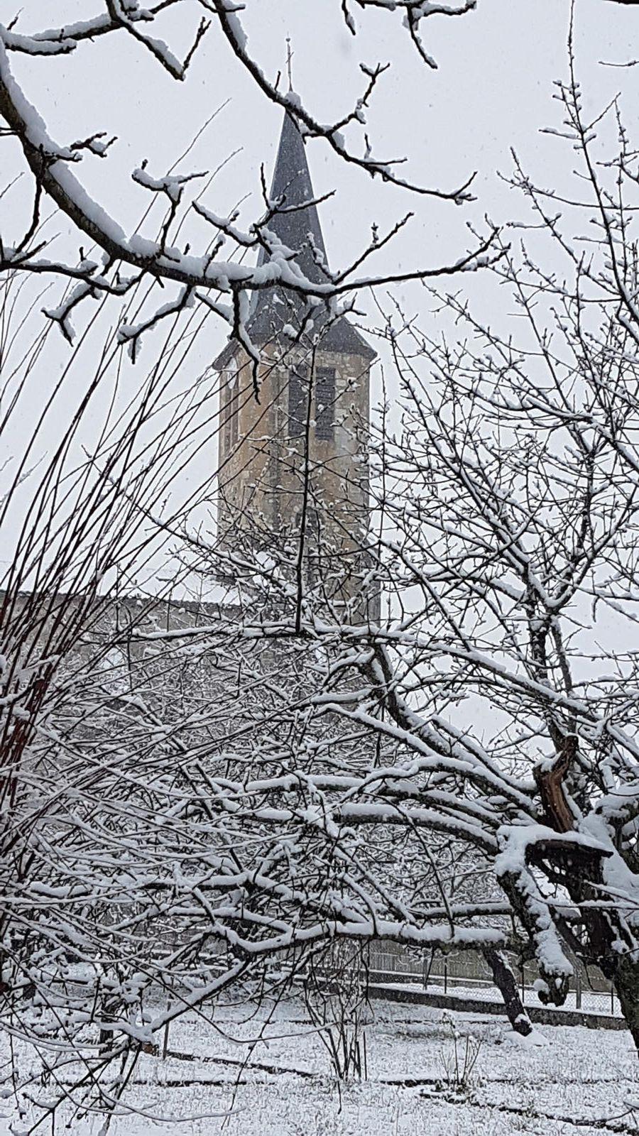 Cassagne - la neige tombe...