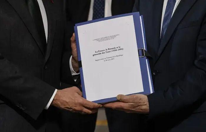 Lors de la remise du rapport sur le rôle de la France dans le génocide des Tutsis, fin mars. — LUDOVIC MARIN / POOL / AFP