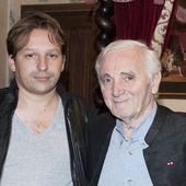 """Mischa, fils de Charles Aznavour, """" dans un état lunaire """" : sa bouleversante déclaration d'amour à son père - Gala"""
