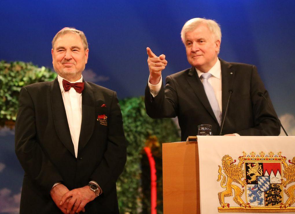 Ein beeindruckendes Lebenswerk: MP Seehofer verlieh beim Staatsempfang in Veitshöchheim Bundesverdienstkreuz an Bernhard Schlereth