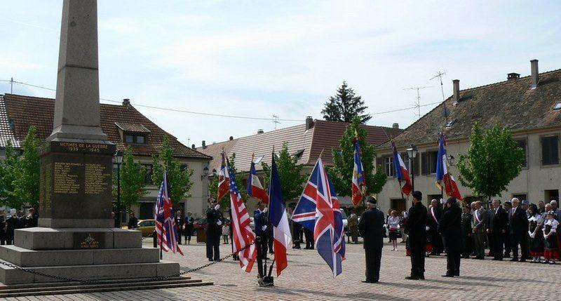 Solène en alsacienne lors des cérémonies à Neuf Brisach en 2010 2011