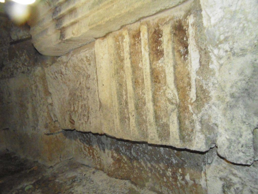 Depuis plusieurs semaines, l'auteur de Culture-Histoire investit les sous-sol du quartier de la porte aiguières.... Cible: Les vestiges du rempart romain - médiéval. Dans ce bloc, dit porte aiguières, se trouvait le bastion de l'entrée nord de la cité remparée.  Revenons en surface avec une promenade dominicale à Saint-Savinien..... Images.....