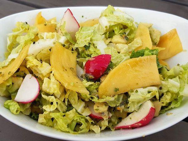 Salade trop chou à la mangue et sa vinaigrette aux fruits de la passion