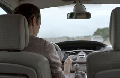 SECURITE ROUTIERE - Smartphone et conduite - Attention danger (PUB)