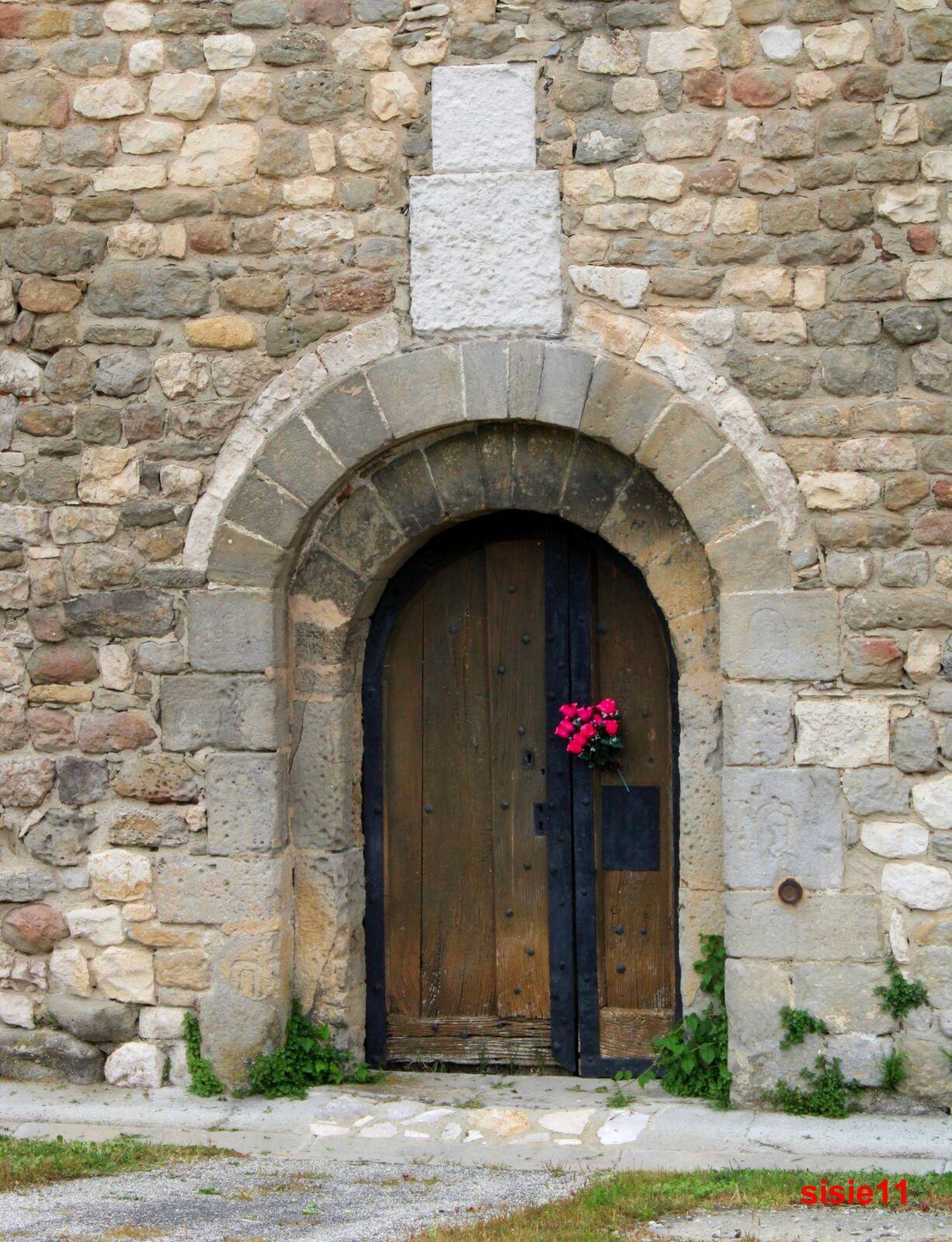 La chapelle de la Madeleine est une chapelle romane située à Pezens, dans le département de l'Aude, hélas fermé et ouverte qu'a de très rares occasions