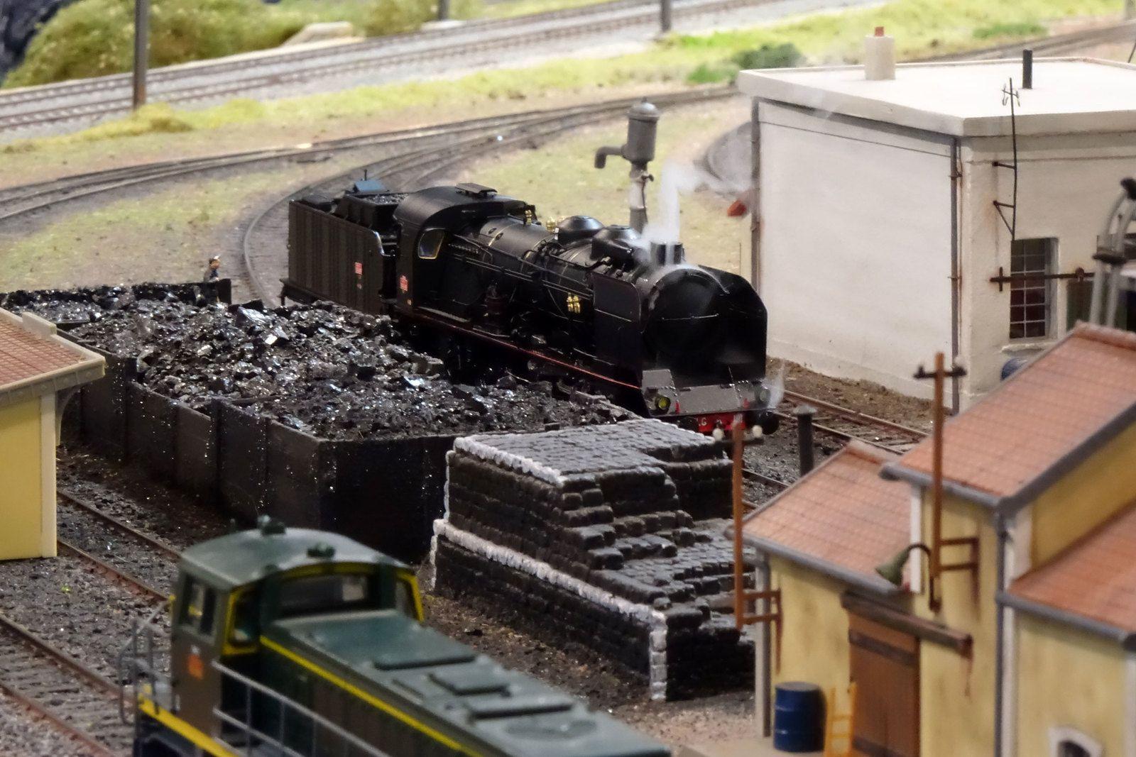 Une 231 G arrive sur une voie d'entrée du dépôt de Noisy-le-Petit.