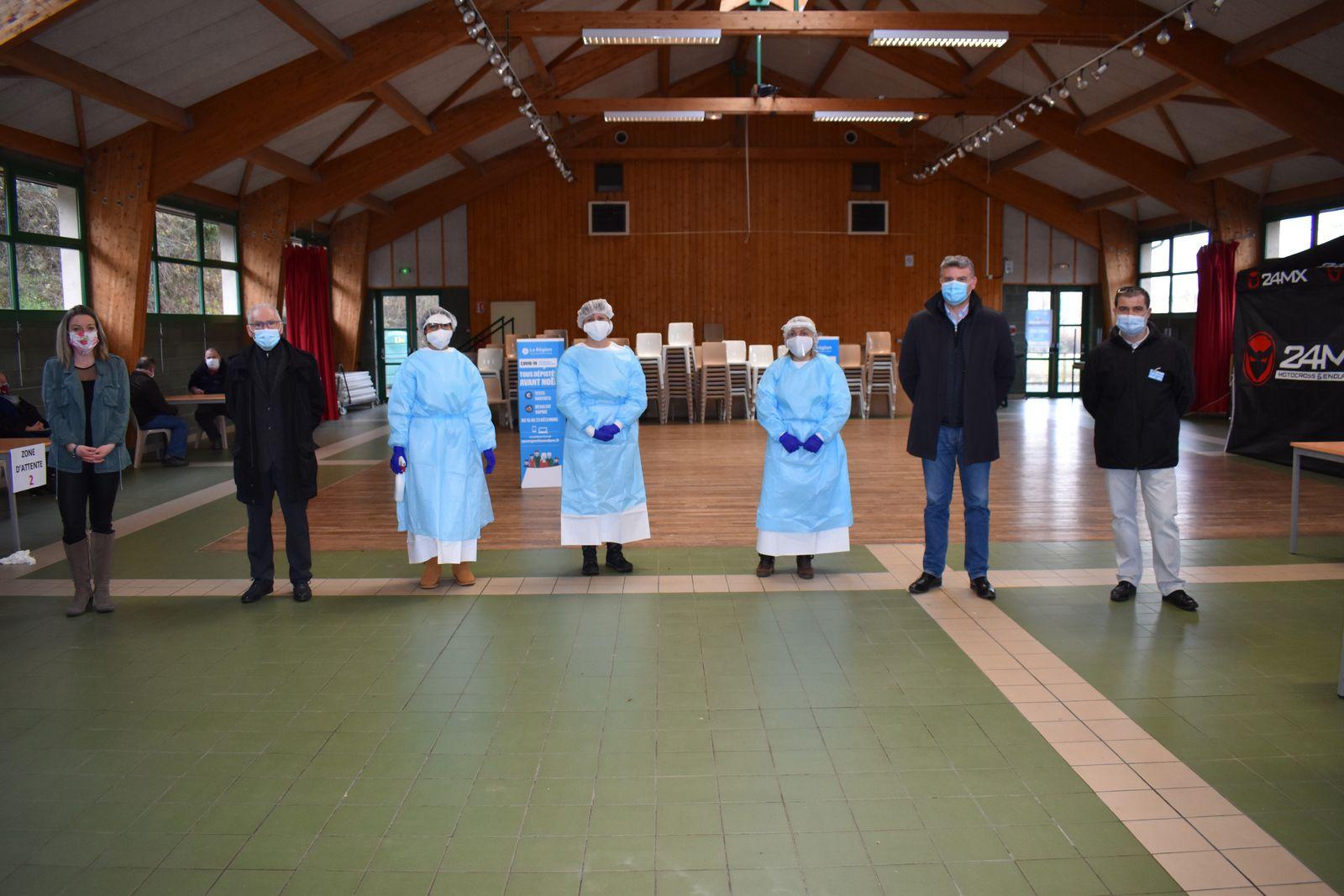 Visite du député à Auzon à l'antenne test Covid 19