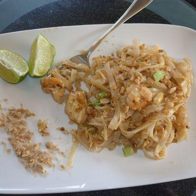 Pad Thaï au poulet et crevettes au wok