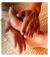 Apprenons à soulager nos pieds et nos mains grâce à quelques exercices simples grâce à  différents types de pression.