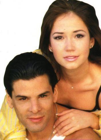 <p>Sur cette album, vous retrouverez les photos des différents couples de légende du soap</p>