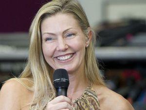 julie masse, une chanteuse québécoise qui sort son premier album en 1990 et qui deviendra la choriste de son mari corey hart