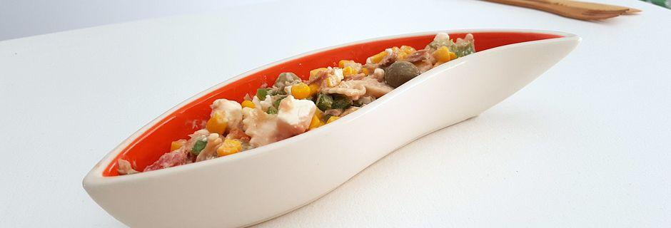 Salade de pâtes au thon, maïs, tomates, feta