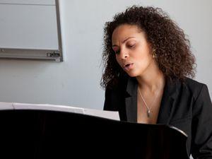"""sarah elisabeth charles, une jeune vocaliste de jazz originaire d'haïti évoluant à new-york et un premier disque """"inner dialogue"""""""